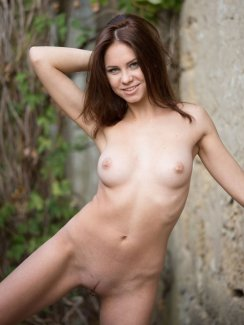 Barbara Vie Posing Naked Outdoor Sexy Gallery nude at Babes Bang